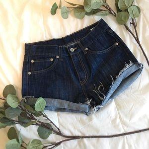 Levi's   Vintage High Waisted Mom Shorts H158